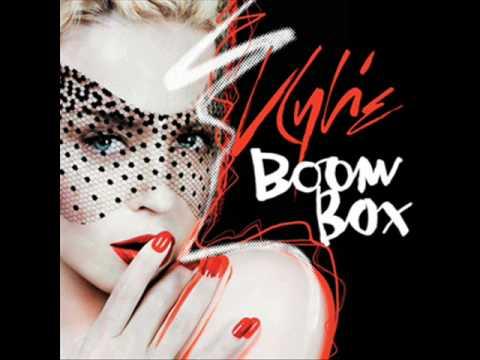 Tekst piosenki Kylie Minogue - Boombox po polsku