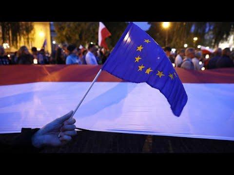Παραμένουν στους δρόμους οι Πολωνοί, συνεδριάζει εκτάκτως η Κομισιόν