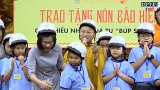 [LIVESTREAM] Phát nón bảo hiểm cho tu sinh trong khóa tu Thiếu Nhi - 09-06-2018