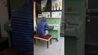 System rozj*bany! Koleś wymiatający na pianinie zapodaje zajebisty muzyczny mix!