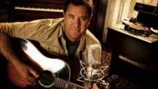 Top 10 Best Male Country Singers of All Time