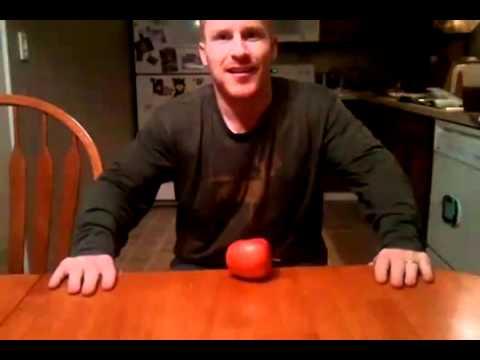 Partiendo una manzana con la nariz