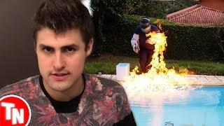 """RezendeEvil afirmou que """"O Invasor"""" é verdadeiro, Vlad do Área Secreta quase se queimou em vídeoVídeo do Vlad ► https://youtu.be/HBftFzEth-IVídeo do Rezende ► https://youtu.be/kTAXmhw7WNcTwitter Treta News ► https://twitter.com/TretaNewsBRFacebook Treta News ► https://www.facebook.com/TretaNewsBR/Music: Kevin MacLeod (incompetech.com) Licensed under Creative Commons: By Attribution 3.0http://creativecommons.org/licenses/by/3.0/"""