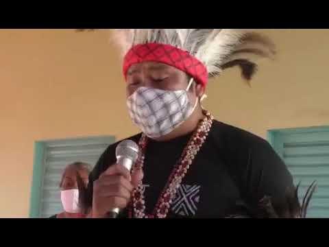 Índio canta em Terena a 'Canção do Exercito' em aldeia de Miranda-MS