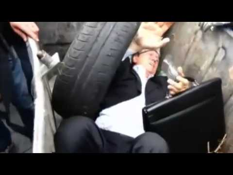 bin - An angry crowd has thrown a Ukrainian MP into a skip outside the country's parliament in Kiev. A group of men were filmed shoving Vitaly Zhuravsky before grabbing him and dumping him head...