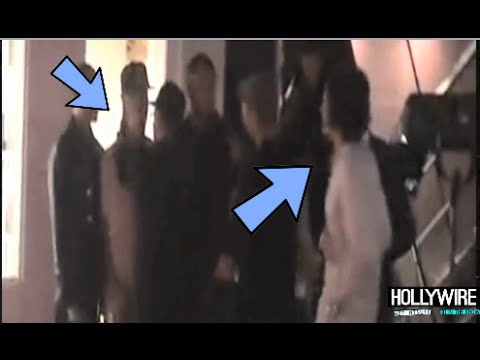 By - Justin Bieber Punched By Orlando Bloom During Fight! (UPDATE) Subscribe to Hollywire | http://bit.ly/Sub2HotMinute Send Chelsea a Tweet! | http://bit.ly/Twee...