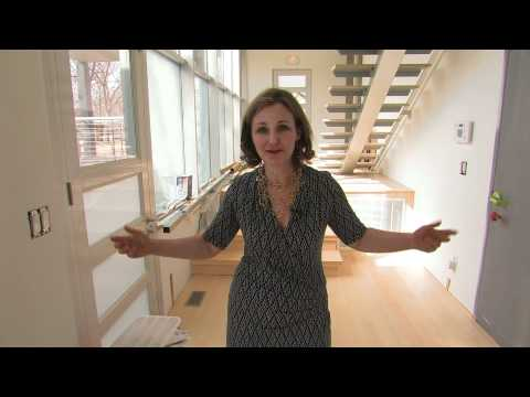 containers - Debbie Glassberg, a Kansas City designer believes in cutting edge thinking. She created a home out of shipping containers. It's now part of a residential are...