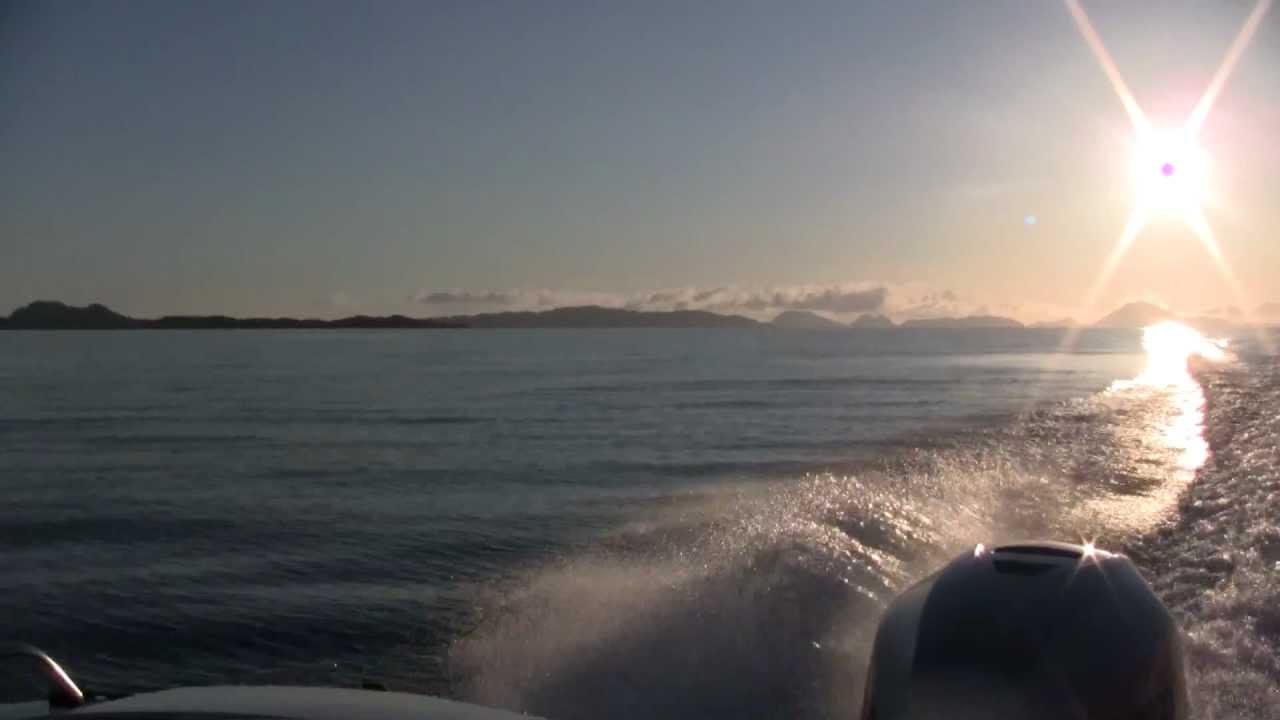 Каютный катер для морских прогулок AMT 200 DC с подвесным мотором Хонда 150 л.с.