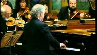 Mozart, Piano Concerto  Nr  13 C  KV 415   Daniel Barenboim Piano&Conducting
