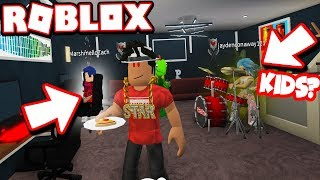 ADOPTED Kids in BLOXBURG and BECAME A DAD!!! | Bloxburg Adventures! (Roblox)