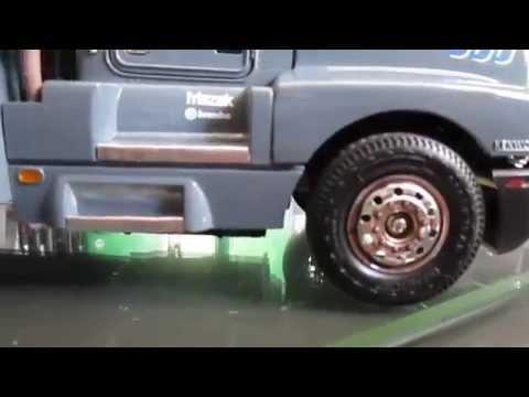 Camión de madera modelismo - Gruas a escala 1/25 Kenworth e International color gris rata y morado.