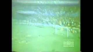Pelé com a 10 do Flamango, fazendo dupla de área com Zico, em jogo contra o Atlético Mineiro. Placar: 6 x 1.