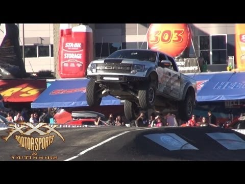 Drifting Ford Raptor impresses plenty