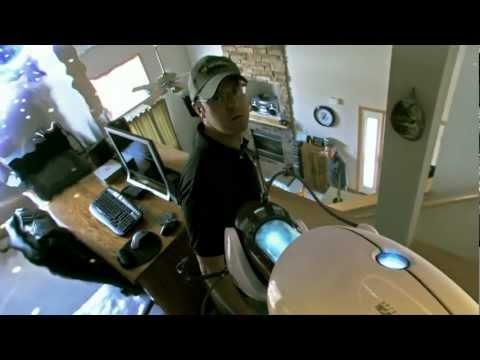 video que muestra una recreación de como sería el videojuego Portal en la vida real
