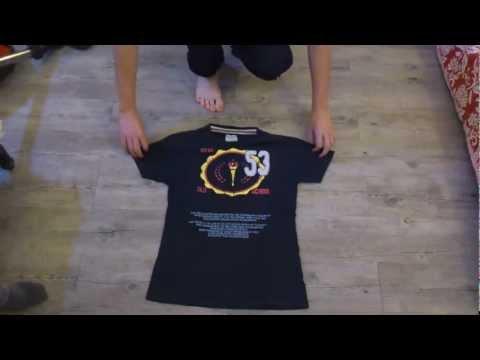 Plier un t shirt en 5 secondes - Comment plier un t shirt ...