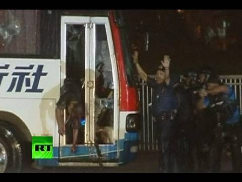 Rolando Mendoza - Philippine commandos have stormed the bus with 15 Chinese tourists held hostage by a former policeman, ending the 11-hour standoff in Manila. Eight of the ho...