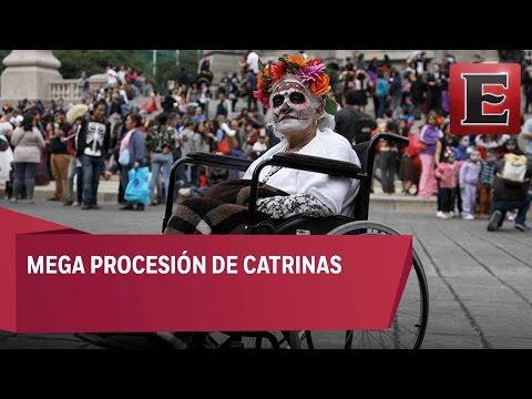 Catrinas se apoderan de Paseo de la Reforma