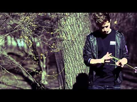 C3yoyodesign Presents: Tomáš Bubák with Apparition