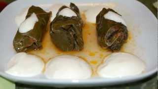 O reteta romaneasca, mostenita din traditia culinara turceasca, de carne tocata amestecata cu ierburi aromatice, invelita in frunze de vita. Se serveste cu iaurt sau smantana si ardei  iute.