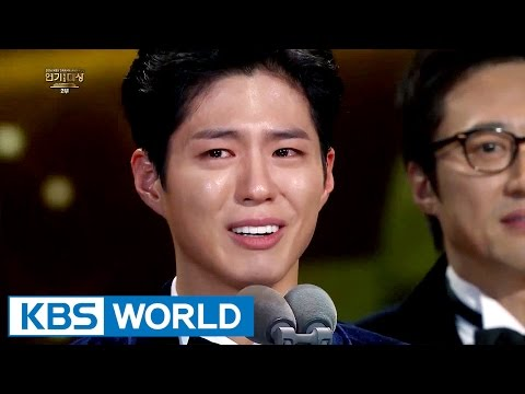 Joongki shed tears as Bogum wins Top Excellence in Acting Award [2016 KBS Drama Awards/2017.01.03]
