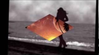 Ta tiễn em về đi với ngườiVề nơi ấy mai này còn nhớ ta khôngEm bước đi ta ngồi cùng với gió trăngTrong gió mưa sa mắt em giấu ngấn lệ rơiKhi bóng em về xa cuối trờiGởi theo cơn gió mưa về xóa chiếc hôn xưaTa suốt đêm ngơ dại rong ruổi lang thangVùi thân giá rét tìm em trong giấc mộngGiấu trong giá buốt là tim em ngọn lửaGiấu trong thân tôi là chất ngất mỏi mònVề đâu em hỡi dù biết cách xa là đớn đauVà xin em nhớ rằng có ta luôn đợi mongVà xin em nhớ nửa trái tim ta còn yêu người