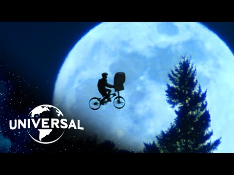 E.T. the Extra-Terrestrial | Flying Bike Rides