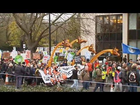 «Σώστε τον πλανήτη» απαίτησαν χιλιάδες πολίτες που διαδήλωσαν σε πανευρωπαϊκό επίπεδο