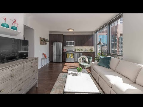 A sunny, south-facing 1-bedroom on the River North / Gold Coast border