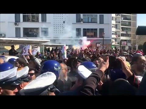 Algerien: Tausende demonstrieren gegen Präsident Bouteflika (81)