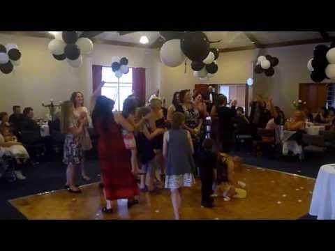 Flower toss Wedding fail! [ORIGINAL]