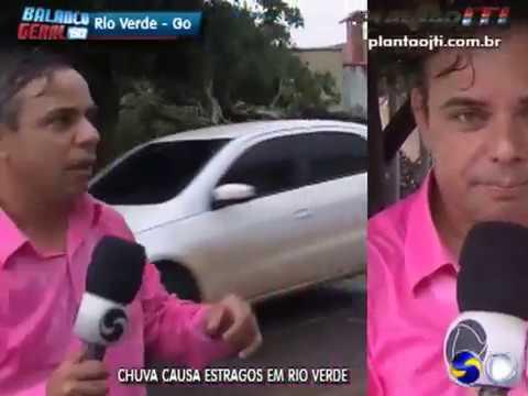 Chuva forte derruba árvores e causa prejuízos em Rio Verde, GO