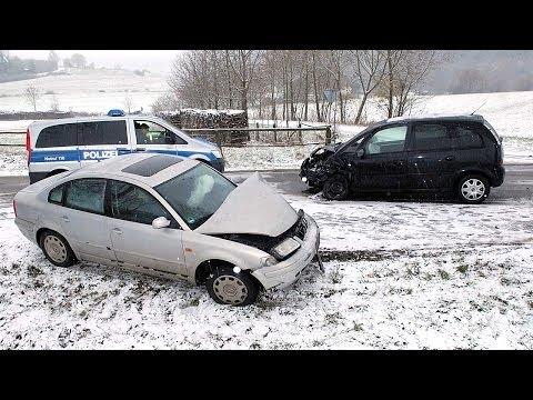 Freienhagen: Glätteunfall mit zwei Schwerverletzten