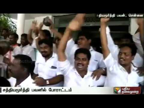 Altercation-between-supporters-of-Congress-leader-Yasodha-Sriperumbudur-candidate