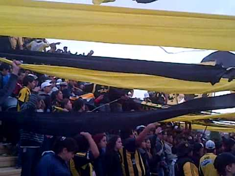 """La InCoMpArAbLe de la cabeza te sigue a todos lados..."" - La Incomparable - Deportivo Madryn"