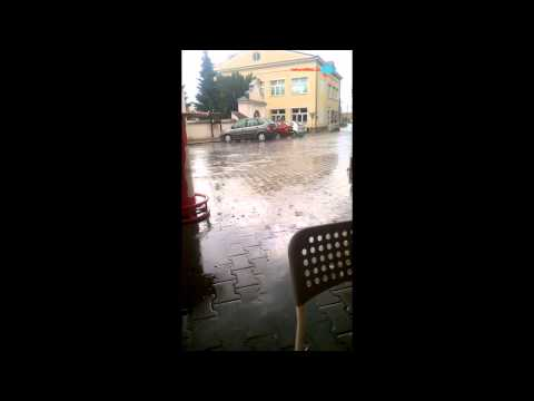 Když tak silně prší a padají kroupy v Paskově...