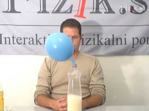 Blowing up a balloon with CO2 - physics experiment