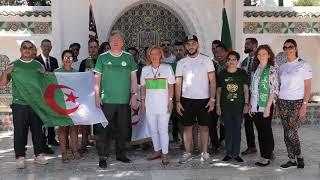 السفير الأمريكي بالجزائر وزوجته رفقة طاقم السفارة يشجعون الخضر