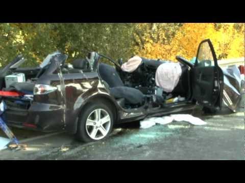 Unfall bei Dainrode, zwei Fahrer eingeklemmt