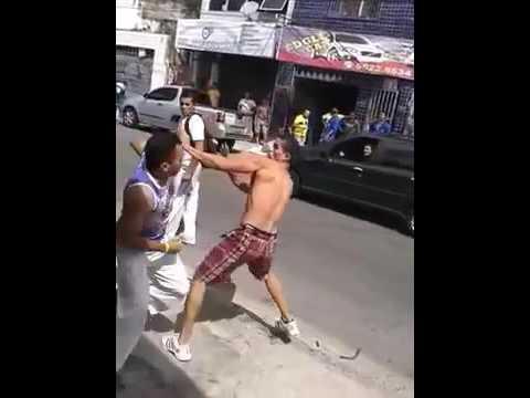 Capoeira vs MMA - Quem leva a melhor (видео)
