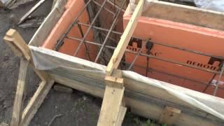 Ленточный фундамент: литьё бетона в землю плюс несъёмная опалубка