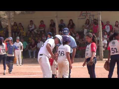 GG-Mirim Campeão em Atibaia - Bianca running home run e Sayuri bate e alcança terceira base.