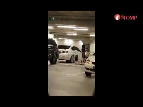 Bố bắt con gái quỳ gối, tát dúi dụi vào mặt dưới hầm để xe @ vcloz.com
