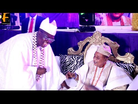 SEE HOW GANI ADAMS AARE ONKANKAFO GREET OONI OF IFE AND AALAFIN OYO. ALAAFIN OYO 80TH BIRTHDAY