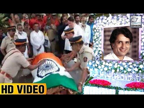 Shashi Kapoor's Body Wrapped In Tricolor During La