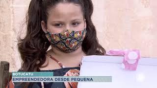 Menina de 8 anos vende máscaras na porta de casa para ajudar a mãe