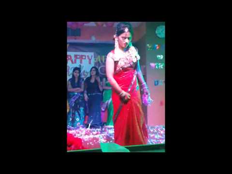 Video BanglaDeshi Girl Dance In Baharain Night Club download in MP3, 3GP, MP4, WEBM, AVI, FLV January 2017