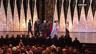Video Le jury du Festival de Cannes 2017 fait son arrivée sur la scène du palais MP3, 3GP, MP4, WEBM, AVI, FLV Mei 2017
