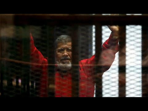 Ägypten: Ex-Präsident Mursi bricht vor Gericht zusamm ...