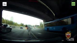 Zaatakował innego kierowcę, został przysmażony flarą sygnałową.