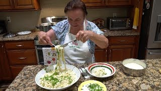 Video Italian Grandma Makes Fettuccine Alfredo MP3, 3GP, MP4, WEBM, AVI, FLV Juli 2019